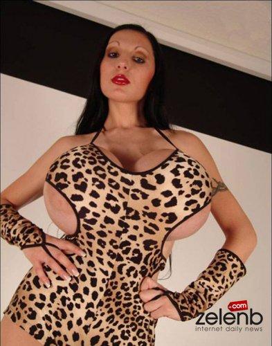 фото девушек 18 огромная грудь